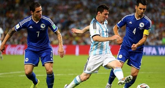 Argentína-Bosznia: Messi Besic és Spahic szorításában (Forrás: Facebook / FIFA World Cup)