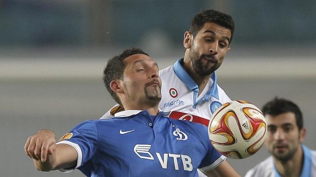 Kuranyi (kék mezben) még a Dinamo Moszkva mezében, a Napoli elleni EL-mérkőzésen. MTI/EPA Fotó